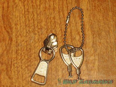 Locking Zipper - Zipper Pull and Keys